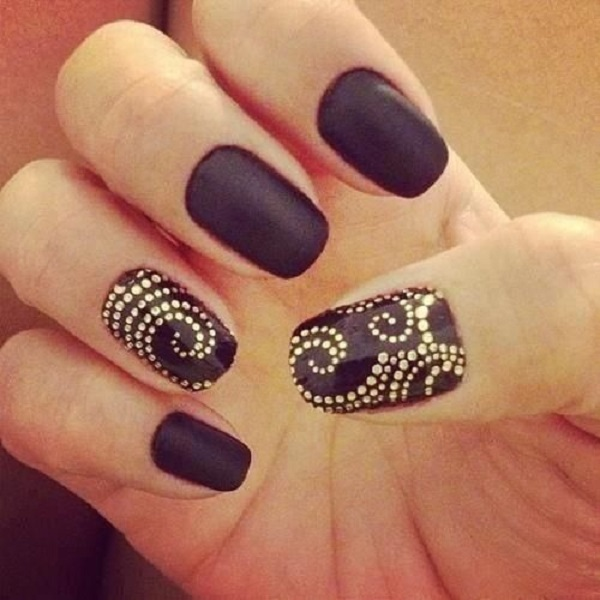 nail-art-matte-black-and-gold-.