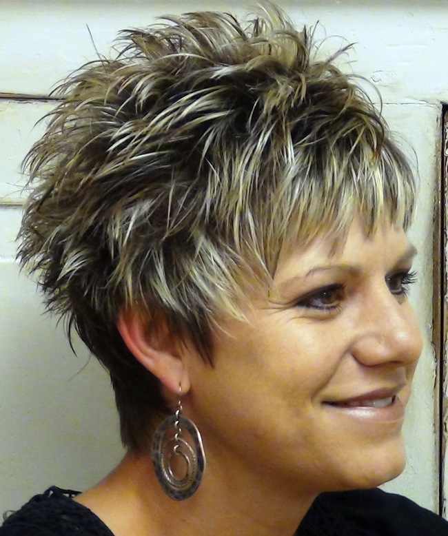 Short-Spikey-Hairstyles-for-Women-over-40