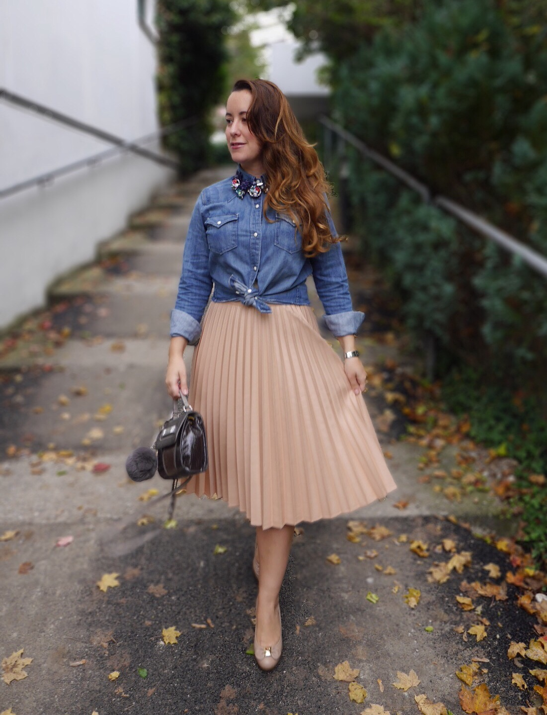 how-to-wear-a-pleated-skirt-7