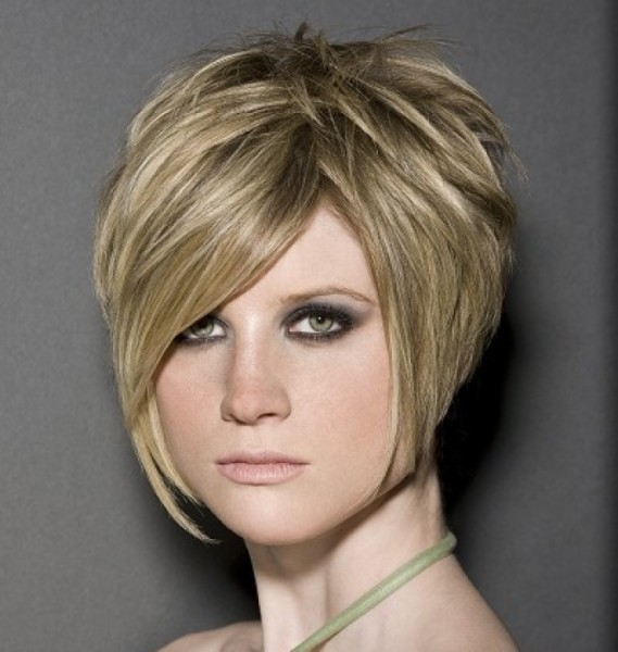 short-straight-blonde-hair-in-chic-polished-wedge-hairstyle.
