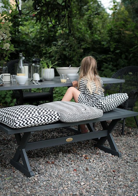 Black And White Outdoor Space Ideas 6