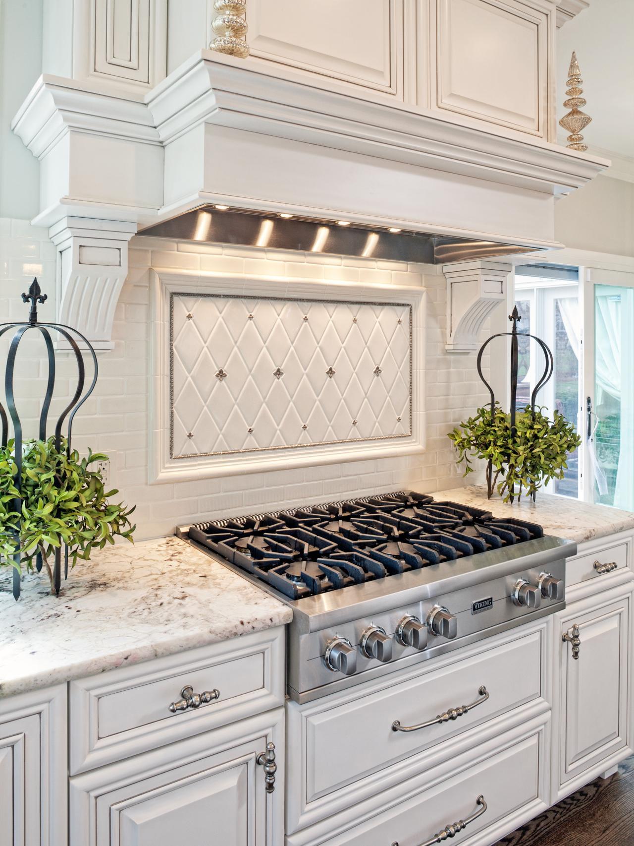 White Traditional Kitchen Design Ideas 1