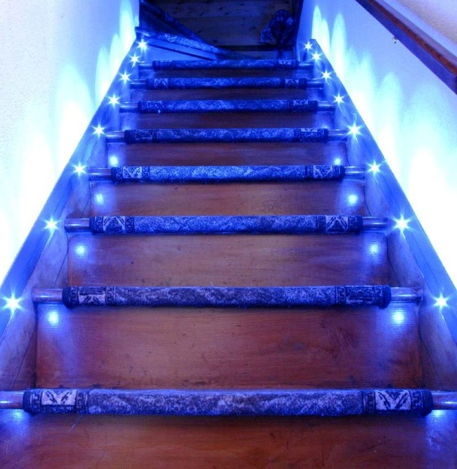 best-indoor-christmas-lighting-ideas-with-elegant-led-stair-lights