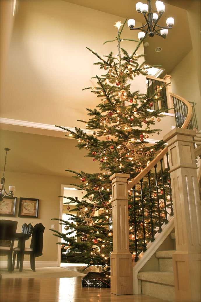 christmas-staircase-decoratin