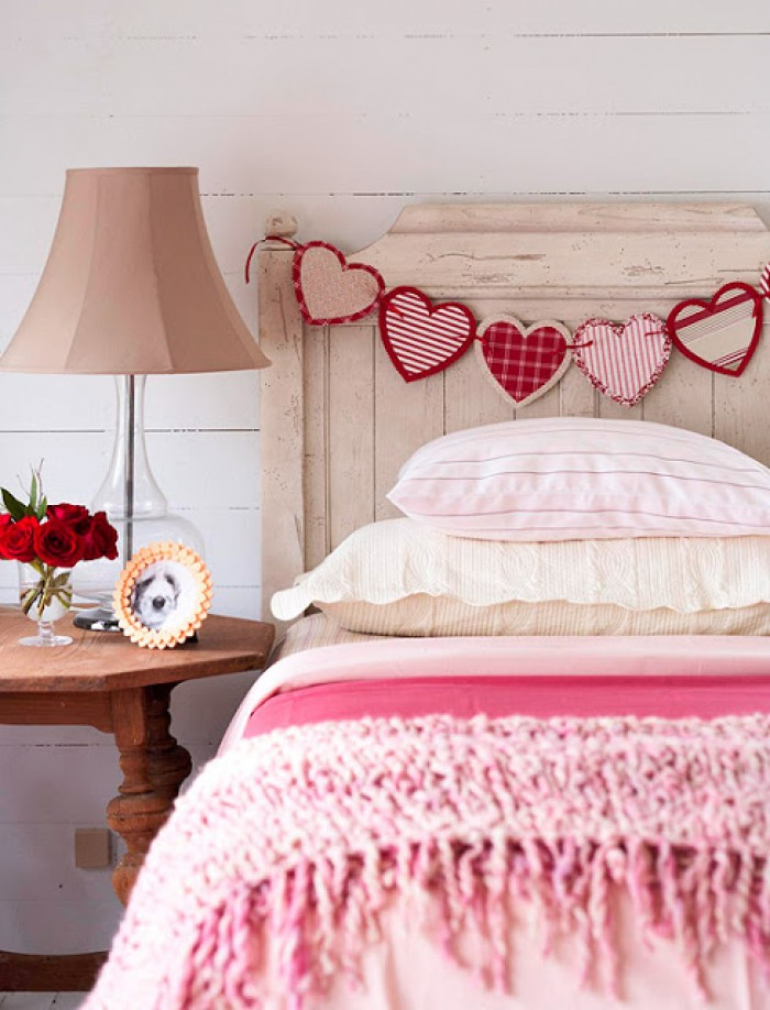 valentines-day-special-decoration-heart-bunting-shabby-chic-room-ideas-holiday-heart-pink-room-girly-fun-stylish-decor-combination-2